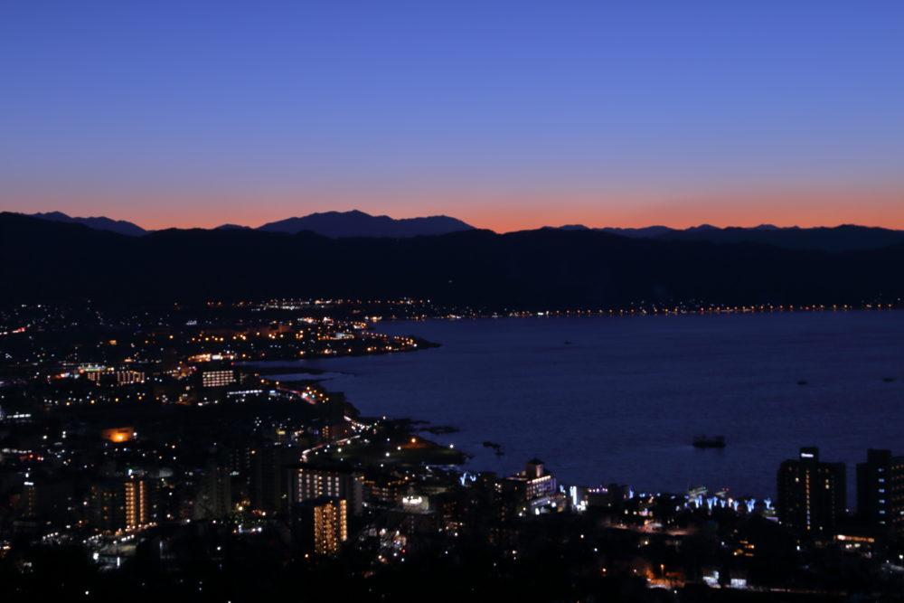 立石公園から見る諏訪湖の夕焼けは「君の名は」の情景が広がる。(2018.12.15)