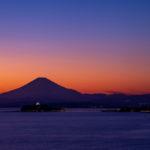 隠れ夕焼けスポット「大崎公園」で富士山をバックにした江ノ島を見てきた。