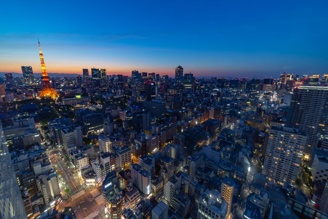 世界貿易センタービルから見る東京タワーの夕焼け・夜景は美しい。