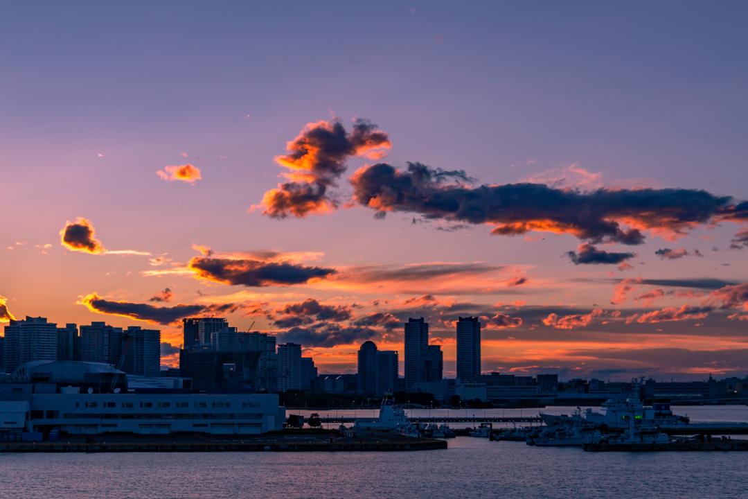 みなとみらい定番デートスポット大さん橋からの夕焼けはおススメ。