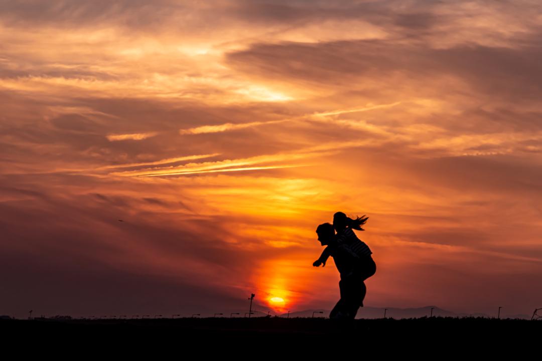 鵠沼海岸での夕焼けを独り占め。神奈川江ノ島の隠れ夕焼けスポットを紹介。