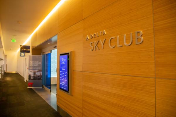 ロサンゼルス国際空港のデルタ航空ラウンジSKYCLUBをレビュー。