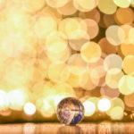 イルミネーションと水晶玉で簡単に幻想的な玉ボケ写真が撮れる。