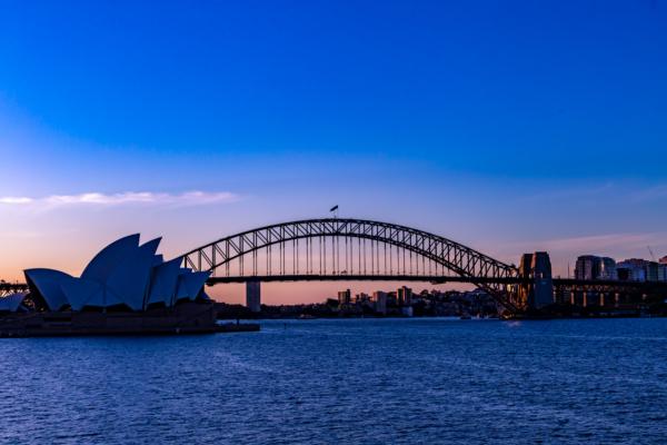 ハーバーブリッジとオペラハウスが同時に見える夕焼けスポットミセス・マッコリーズ・ポイントを紹介。