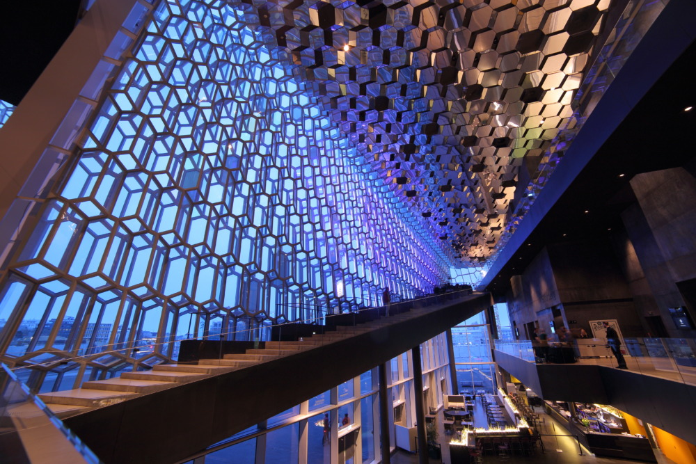 レイキャビクのハルパコンサートホールは映える写真が簡単に撮れる。