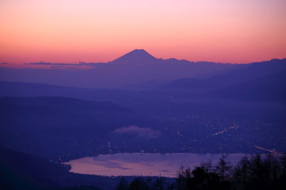 真冬の雪山と化した長野の日の出スポット高ボッチ高原で朝焼けを見てきた。実体験よりスリップ事故に注意!