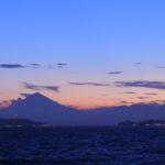 逗子マリーナから見る夕焼けは富士山と江ノ島が見える。(2018.8.25)