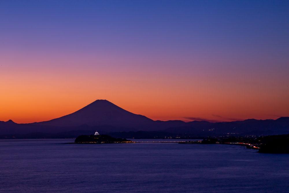 神奈川の隠れ夕焼けスポット「大崎公園」で富士山をバックにした江ノ島を見てきた。(2019.2.2)