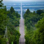 インスタ映えスポット北海道知床「天まで続く道」はポートレートに最適。