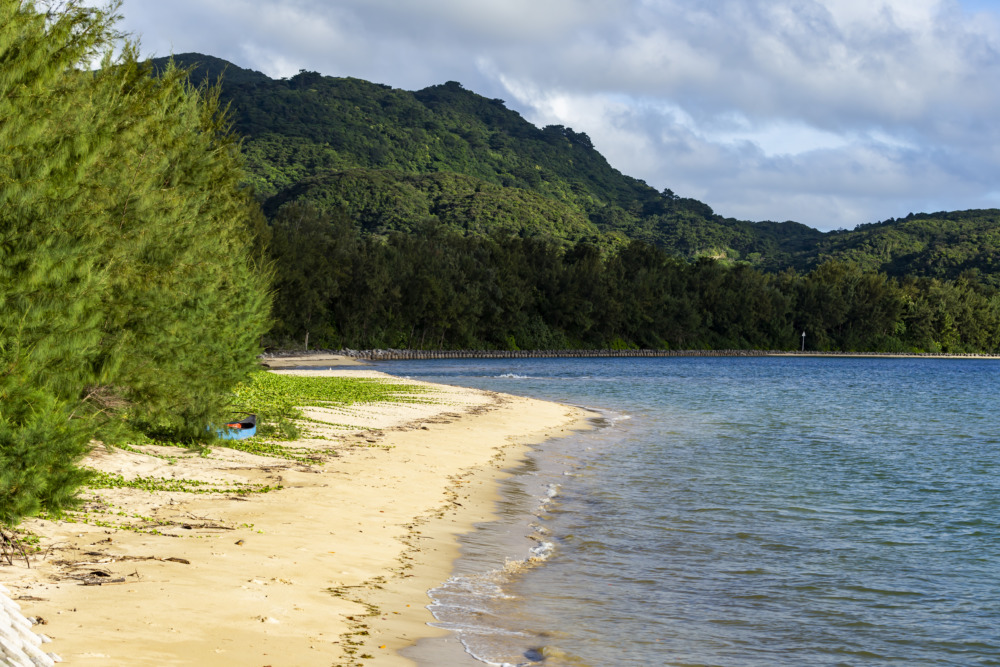 西表島の知る人ぞ知る穴場夕焼けスポット「大浜農園前ビーチ」。