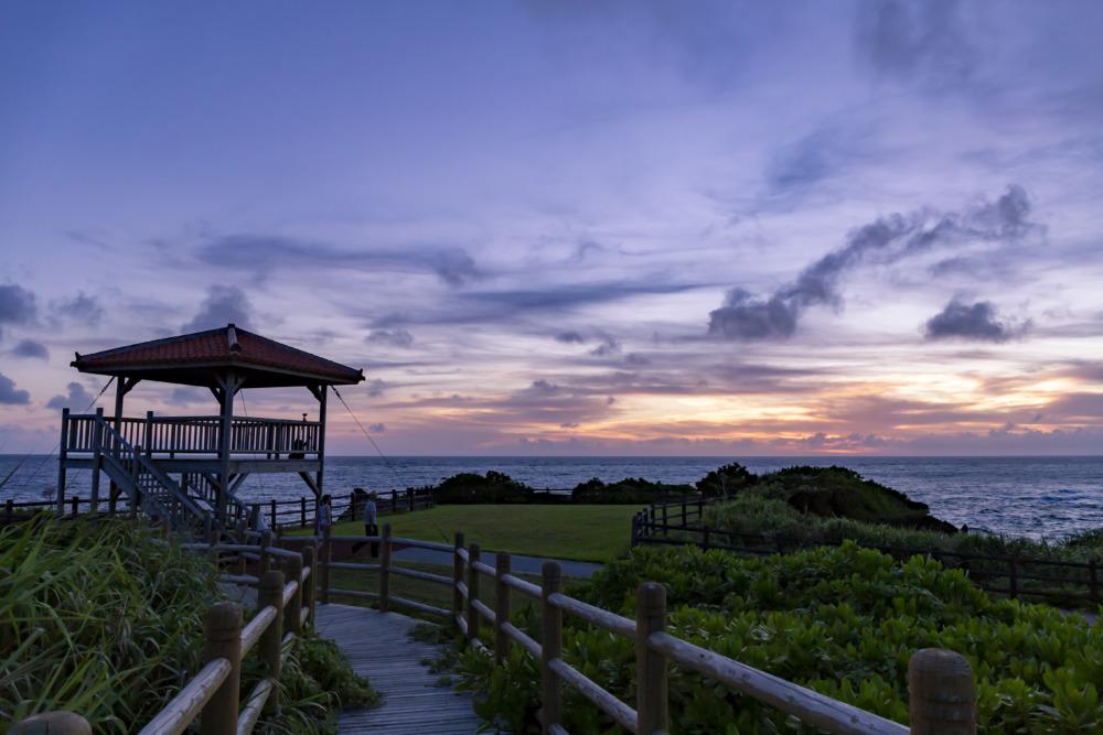 西表島で夕焼けを見るなら「うなり崎公園展望台」へ。